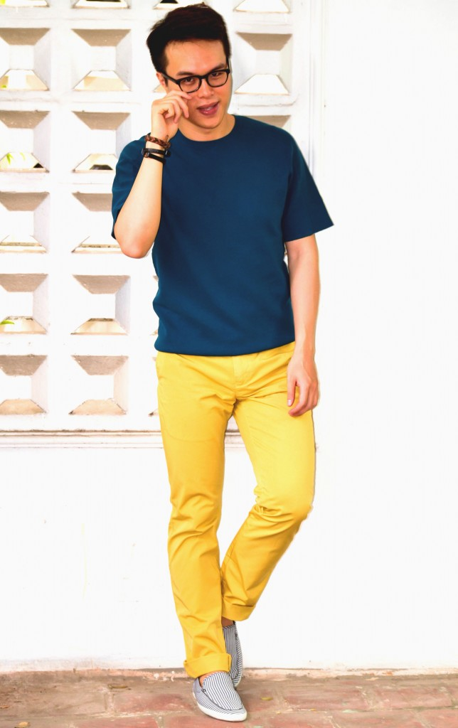 Colorful pants for men, Reiss Yellow Chinos, How to wear yellow pants men, confused dasher, COS knitwear for men, color block men.