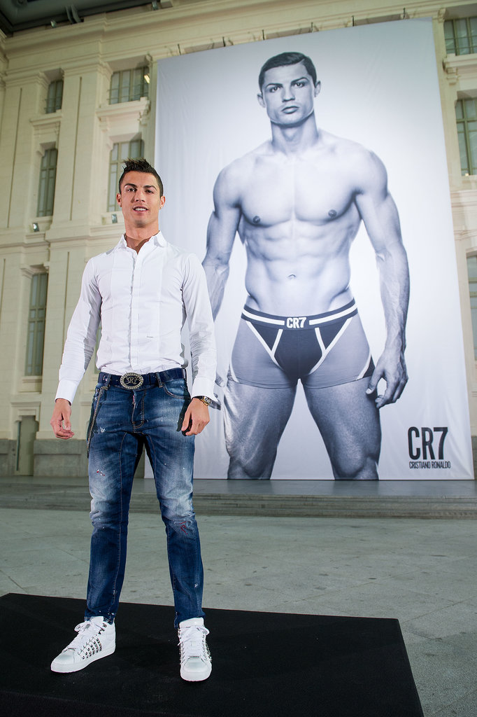 When-Cristiano-Ronaldo-Posed-Larger-Than-Life-Ad