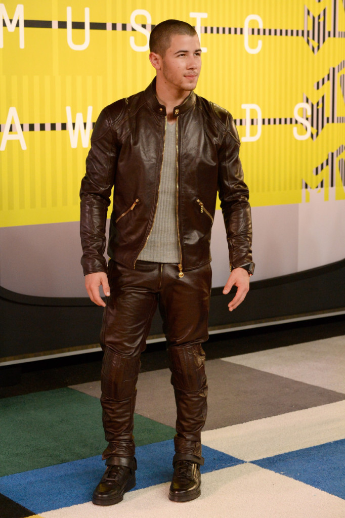 nick-jonas-mtv-vmas-2015-red-carpet-leather-hot-830x1247