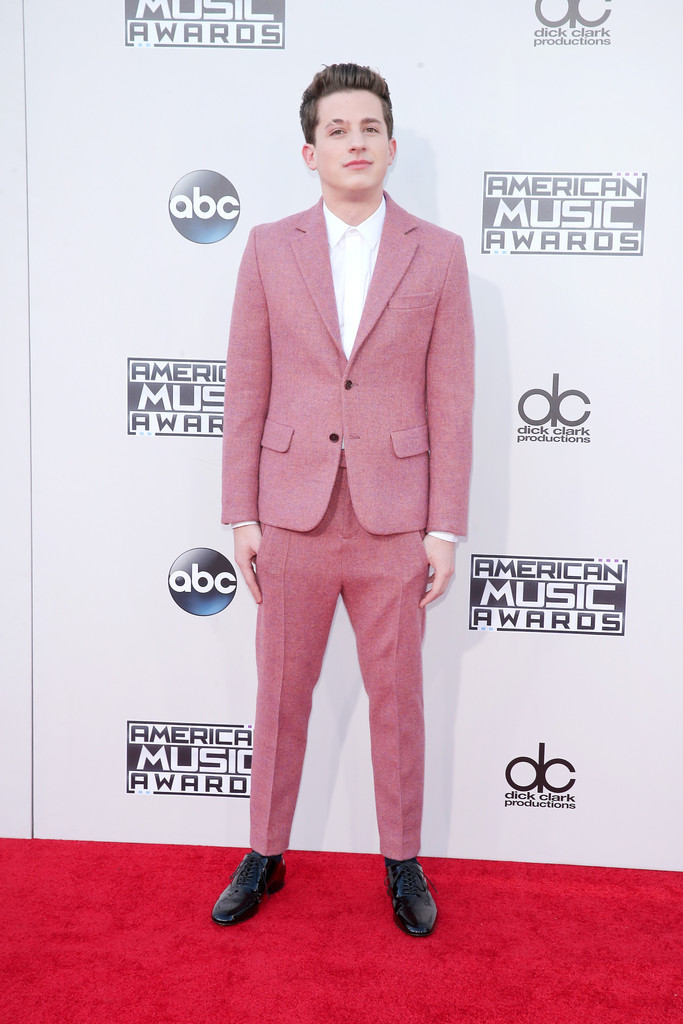 Charlie-Puth-2015-Style-American-Music-Awards-Picture