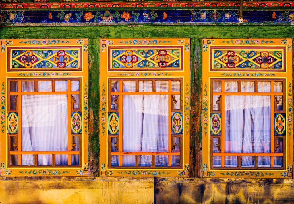 confused dasher, suggested itinerary for 2 weeks around tibet, how to spend two weeks in tibet, the architecture of jokhang temple in lhasa tibet